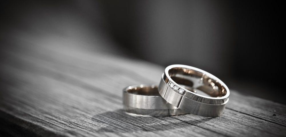 engagement rings seasonal