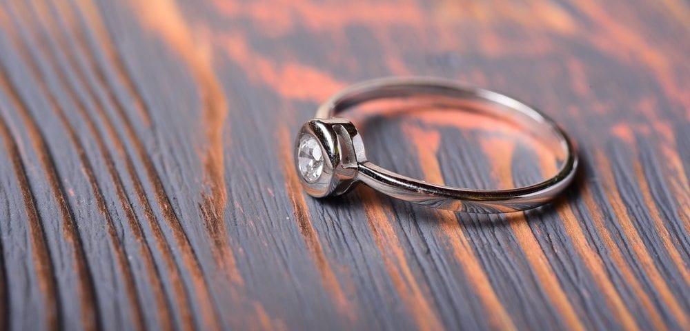 bezel engagement ring settings