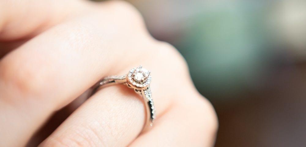 oval cut diamond halo